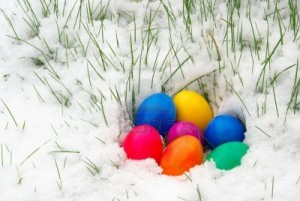 easter-eggs-in-snow