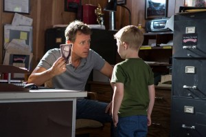 Greg-Kinnear-and-Connor-Corum-in-Heaven-is-For-Real-2014-Movie-Image